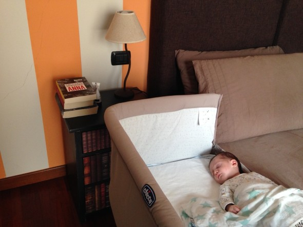 La culla di bianca zoe next to mamma mammaholic - Culla che si attacca al letto prenatal ...