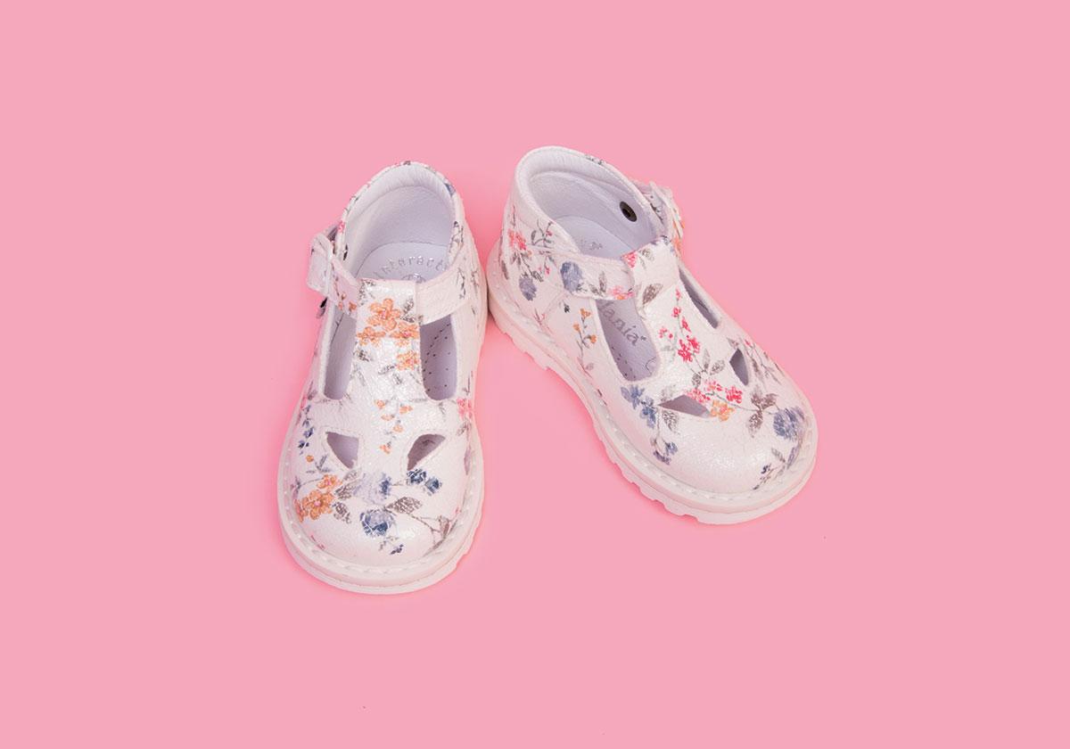 buy online a13bf 89c7b Le scarpe Melania per la primavera estate 2017