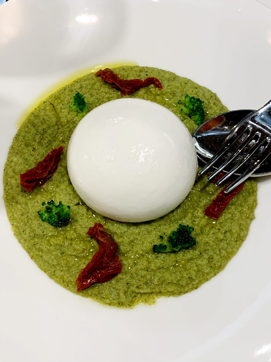 Burrata su crema di broccoli